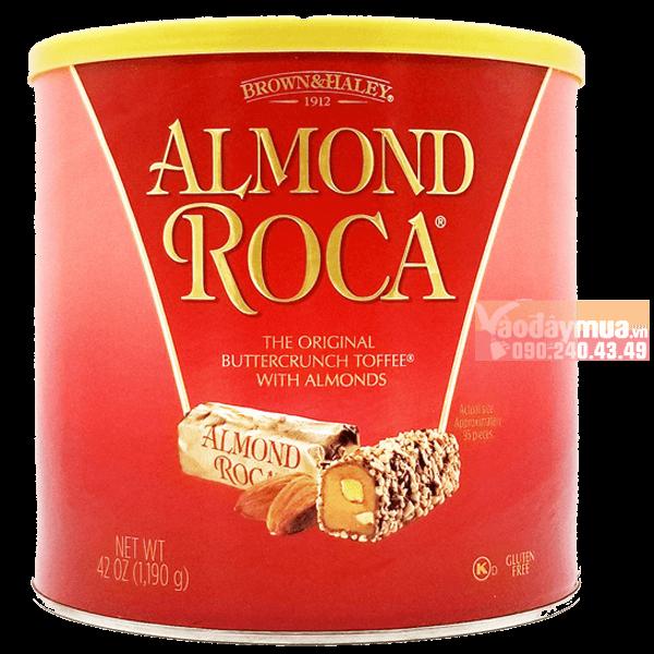 Hình ảnh tổng thể của bánh chocolate phủ hạt nhân Almond Roca của Mỹ